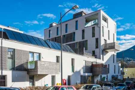 65 Wohneinheiten spielen mit dem Städtischen Verhältnissen, Rückzug, Privatsphäre, Öffentlichkeit und den den besonderen Schauplätzen Kapuzinerberg und  Gaisberg von Salzburg.