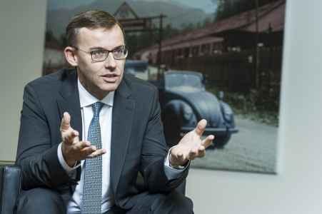 Alain Favey, Sprecher der Geschäftsführung der Porsche Holding im Interview. Salzburg im Porträt von Andreas Brandl.