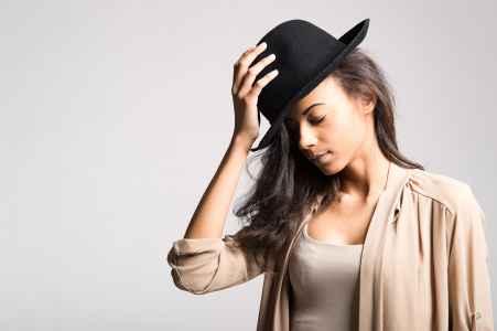 Model Jennifer Okata aus Salzburg im Portraet im Fotostudio