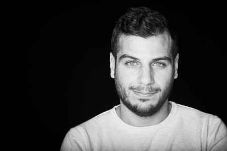 der Syrische Schriftsteller Jad Jehad Turjman im Portraet fuer sein Buch
