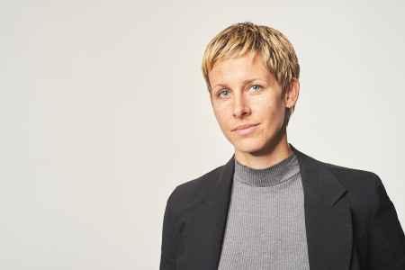 Die Psychologin Julia Schindler zum Portraet für ihren Werbeauftritt