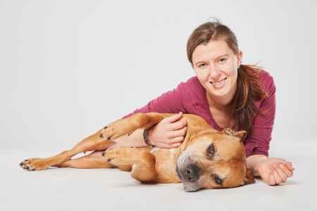 Lioba und ihr Hund im Portraet