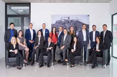 Ein Team der Porsche Holding im Portraet