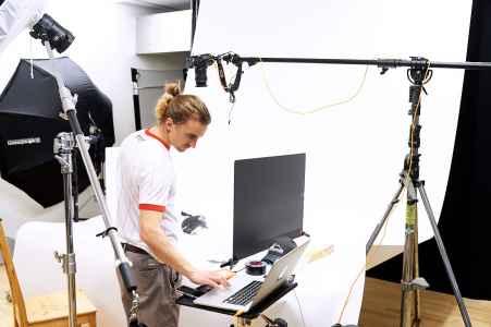 Fotograf Frank Wimmer im Mietstudio in Salzburg