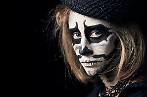2016-10-31-Stella-Brandl-Helloween-Skelett-Schminke-Fotograf-Salzburg-1637-by-FOTO-FLAUSEN