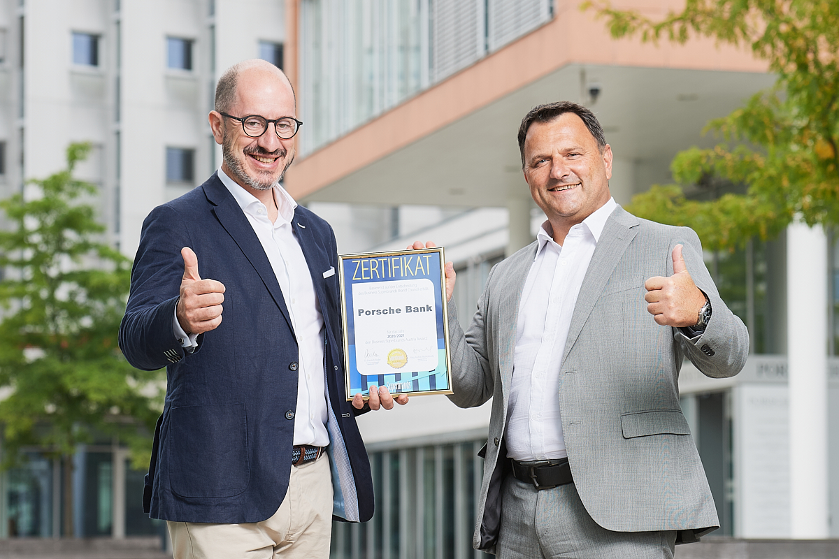 Übergabe Superbrand Award an Porsche Bank Flottenmanagement in Salzburg